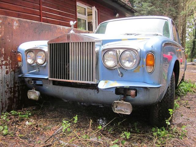 Жуткое зрелище: умирающий на свалке Rolls-Royce