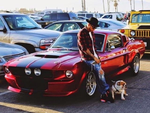 Новость одной картинкой: Хэмилтон обзавелся крутым Ford Mustang