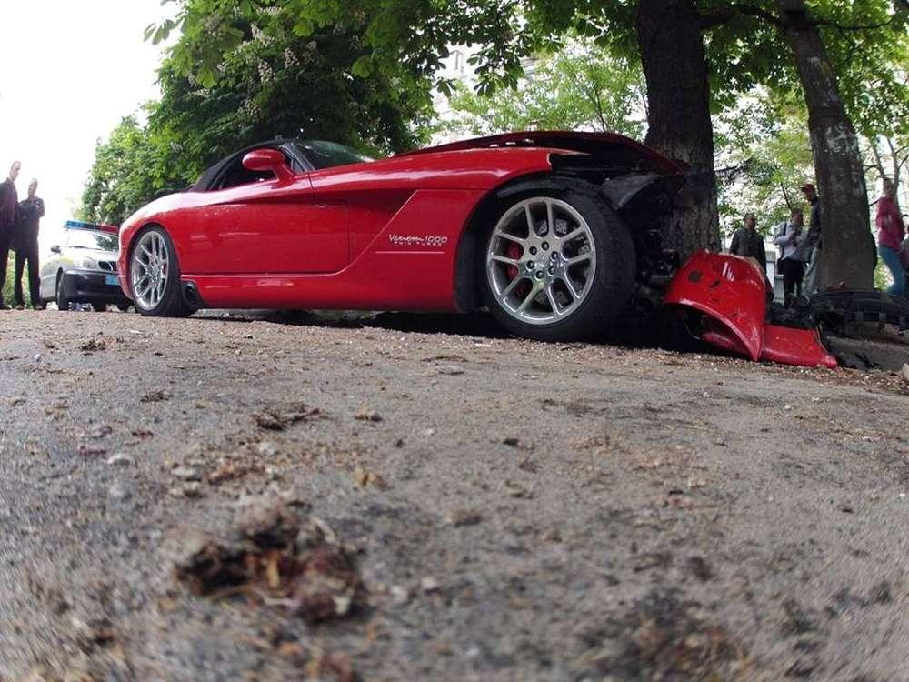 В Киеве разбили уникальный 1000-сильный Dodge Viper Hennessey