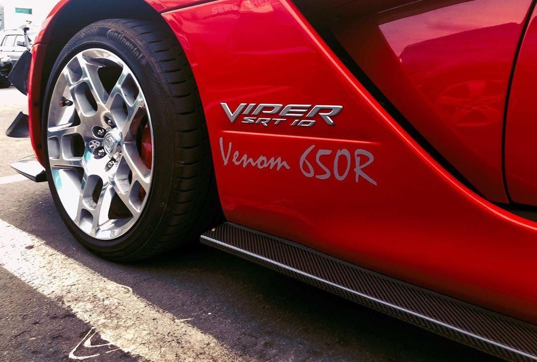 В Украине засняли очень крутой тюнингованный Dodge Viper