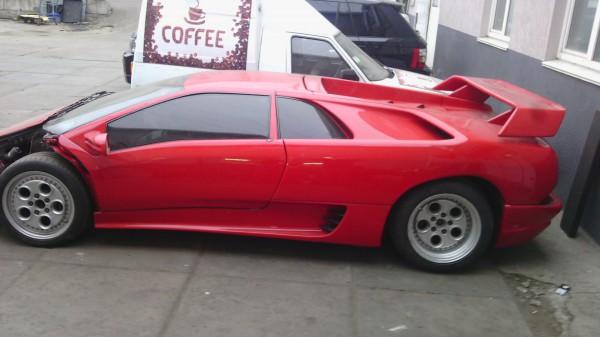 Печальное зрелище: полуразобранная Lamborghini Diablo на Троещине