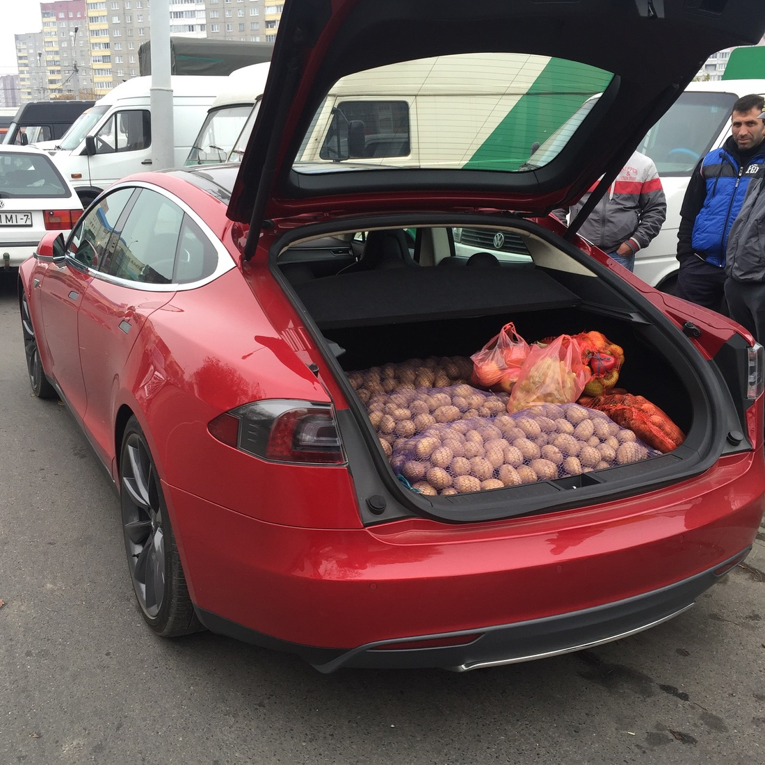Продавец картошки на Роллс-Ройсе и другие курьезы с суперкарами в Украине