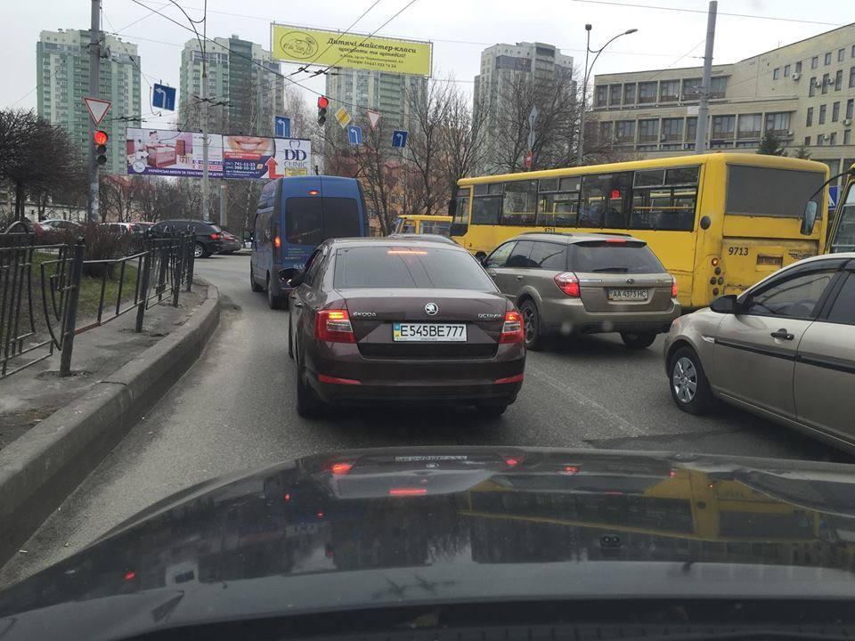 Новость одной картинкой: по Киеву ездит Skoda с замаскированными российскими номерами?!