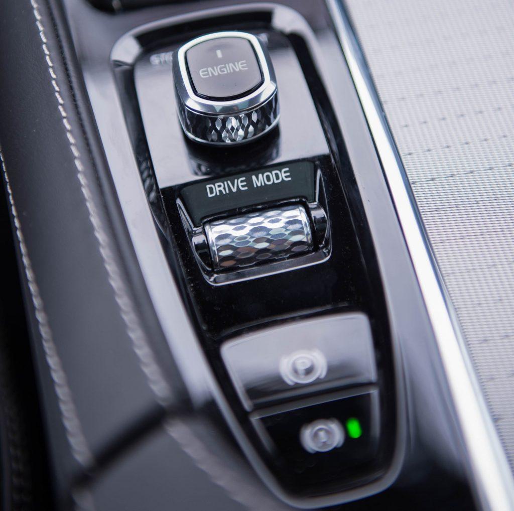 Тест-драйв кроссовера Volvo XC90 T8: гибридная мощь