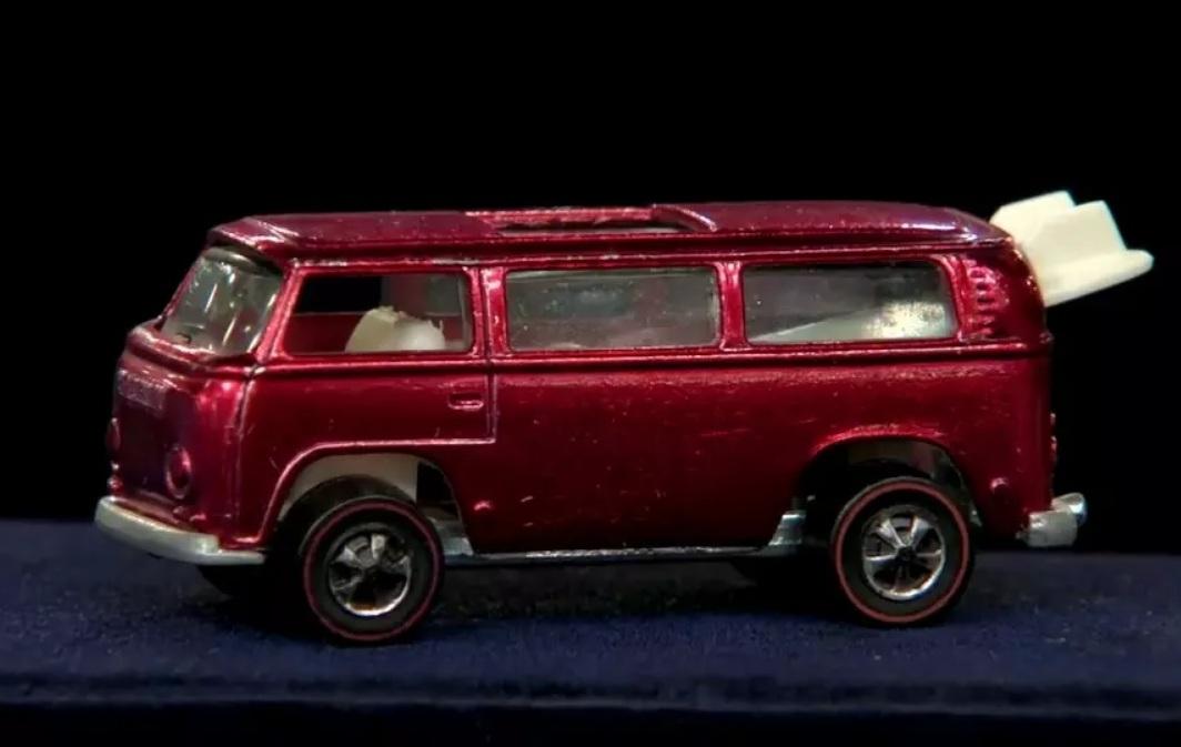 Игрушечный микроавтобус Volkswagen продают по цене новой Audi R8