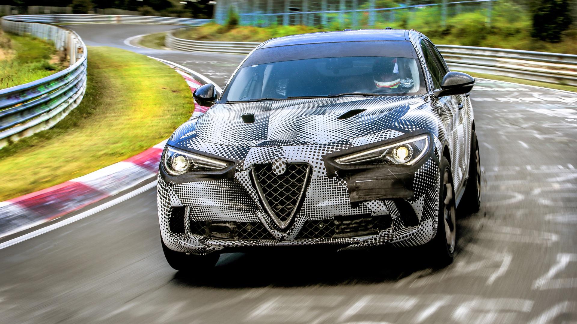 Первый кроссовер Alfa Romeo обогнал Porsche Cayenne