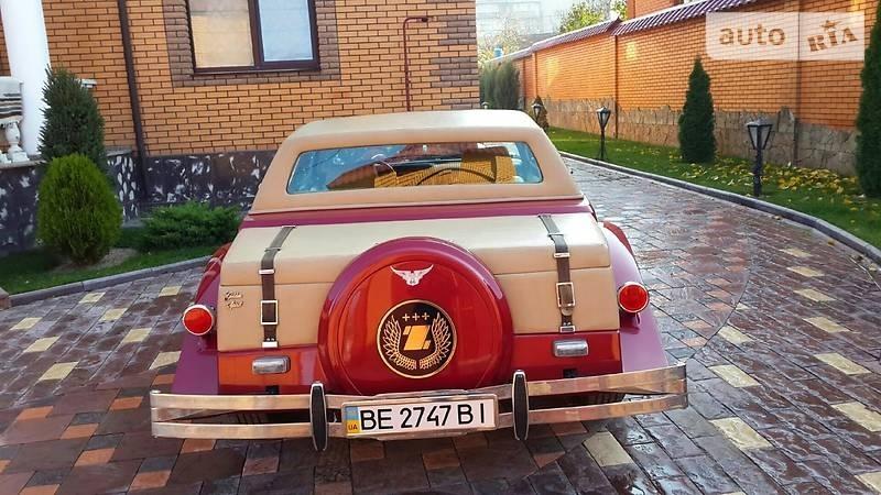 В Украине продают уникальный авто с позолотой и хрусталем внутри