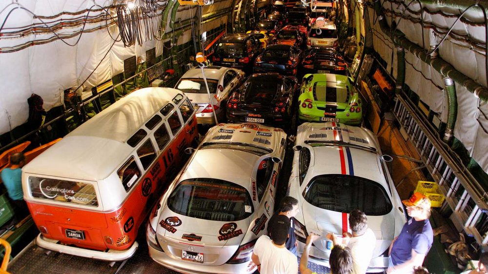 Украинцы наладили самый быстрый способ перевозки суперкаров