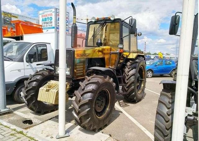 Новость одной картинкой: гламурный трактор Беларус в позолоте
