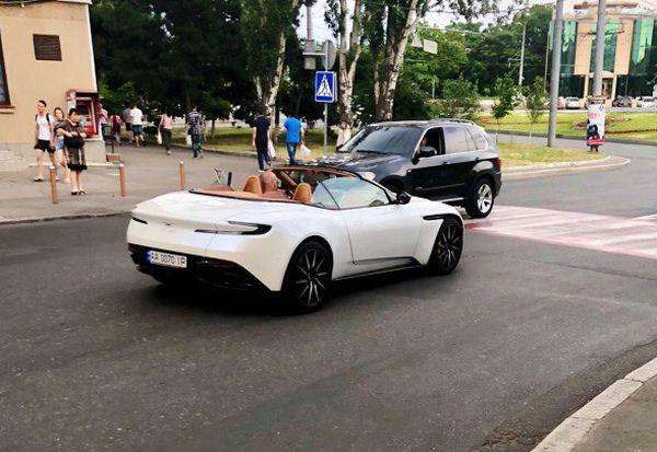 В Украине появился новейший кабриолет Aston Martin DB11