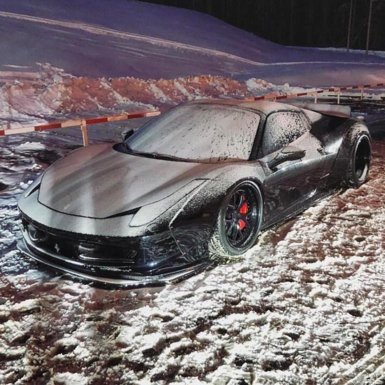 Смельчак отправился покорять Карпаты на тюнингованной Ferrari