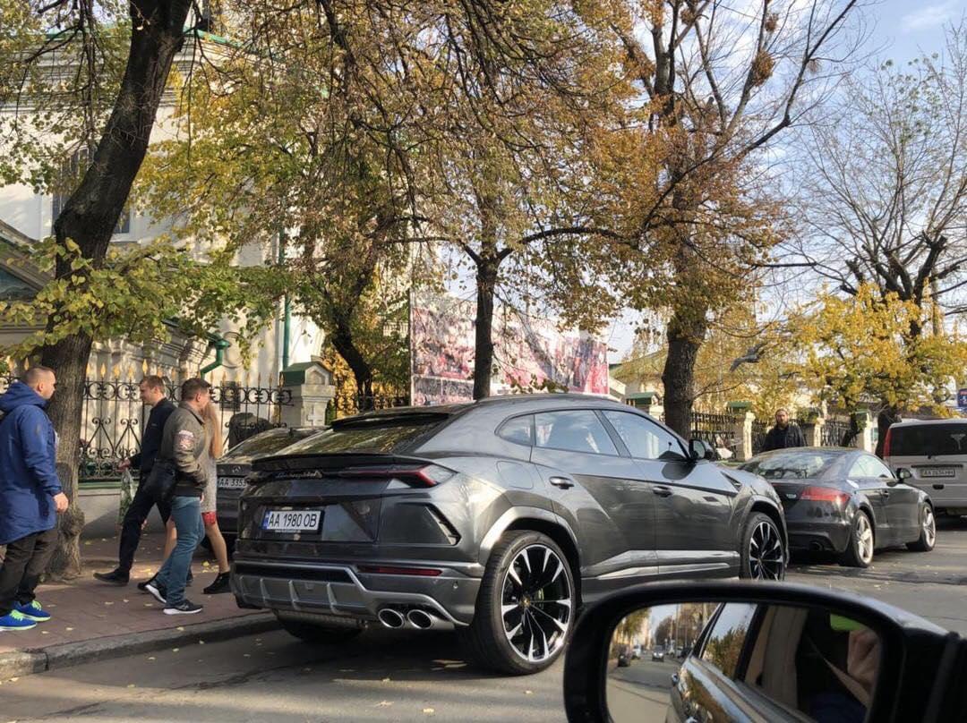 У скандального киевского застройщика автопарк не хуже, чем у шейха