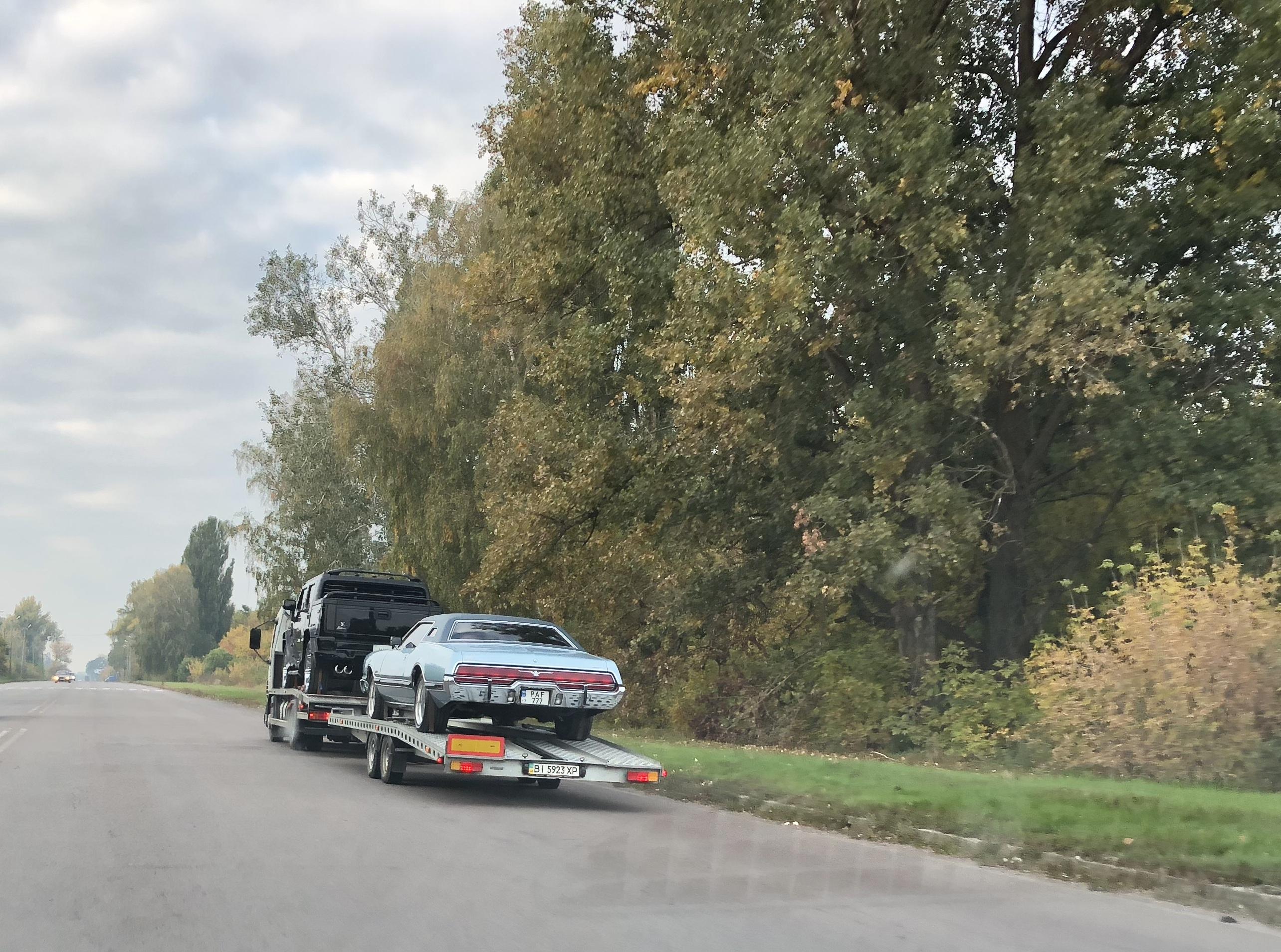 Украинский фермер пополнил свой гараж раритетными авто из США