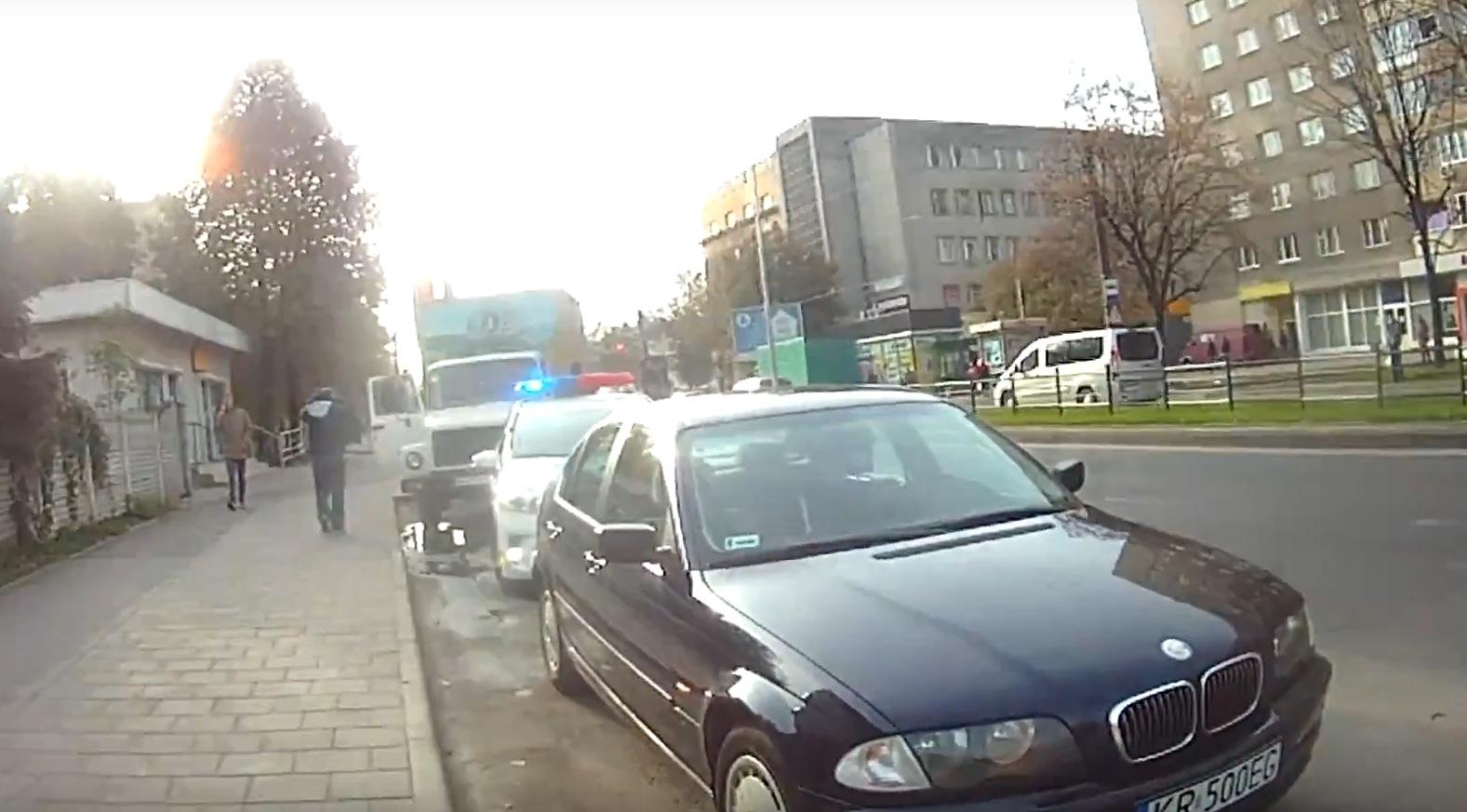 Водитель авто на еврономерах укусил полицейского и пытался съесть права