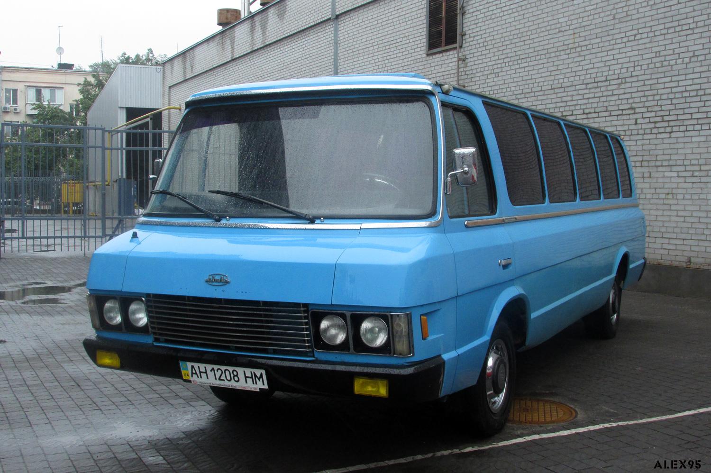 В Украине показали редчайший автобус ЗИЛ-118 Юность