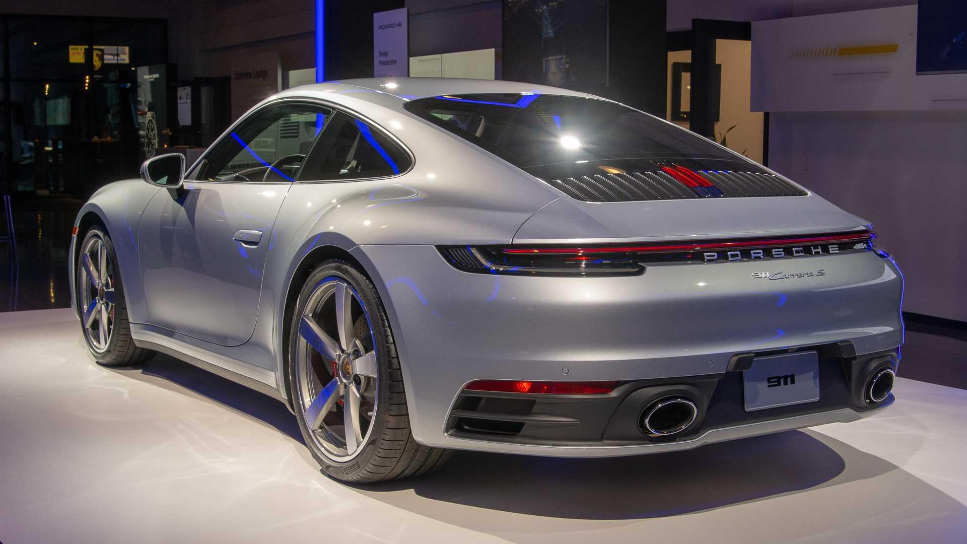 Живые фото и все подробности нового Porsche 911 2019