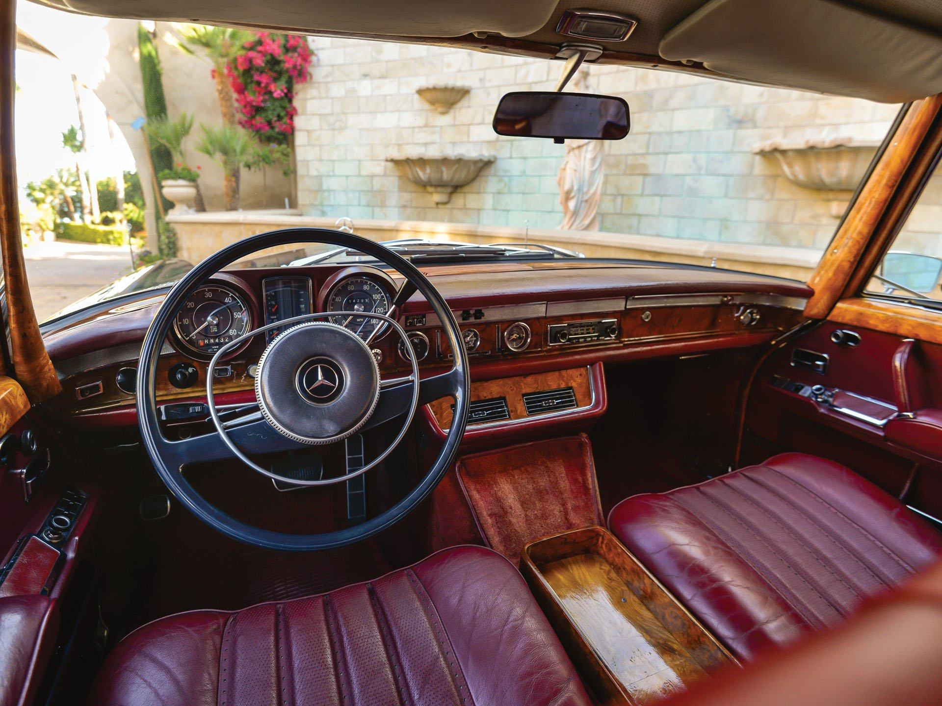 Редчайший лимузин Mercedes 600 продадут по цене суперкара