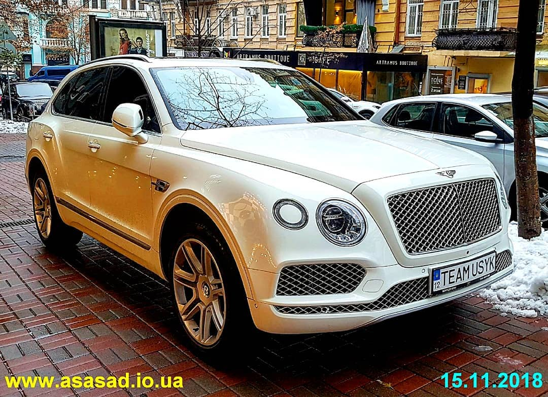 В Украине появился эксклюзивный внедорожник Bentley с номерами команды Усика