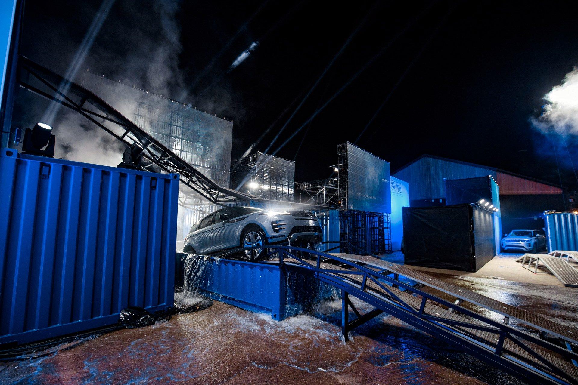 Живые фото и обзор нового Range Rover Evoque 2019
