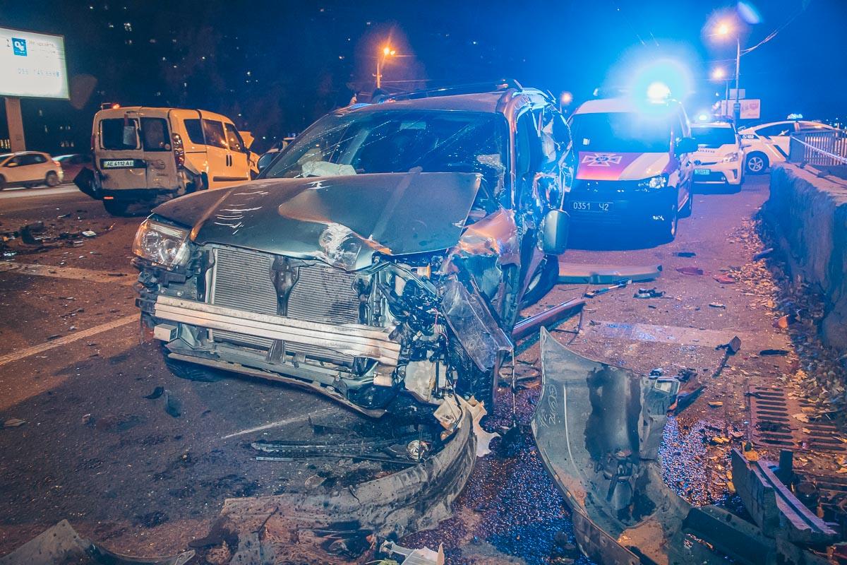 Масштабное ДТП в Днепре: 10 разбитых авто и водители в реанимации