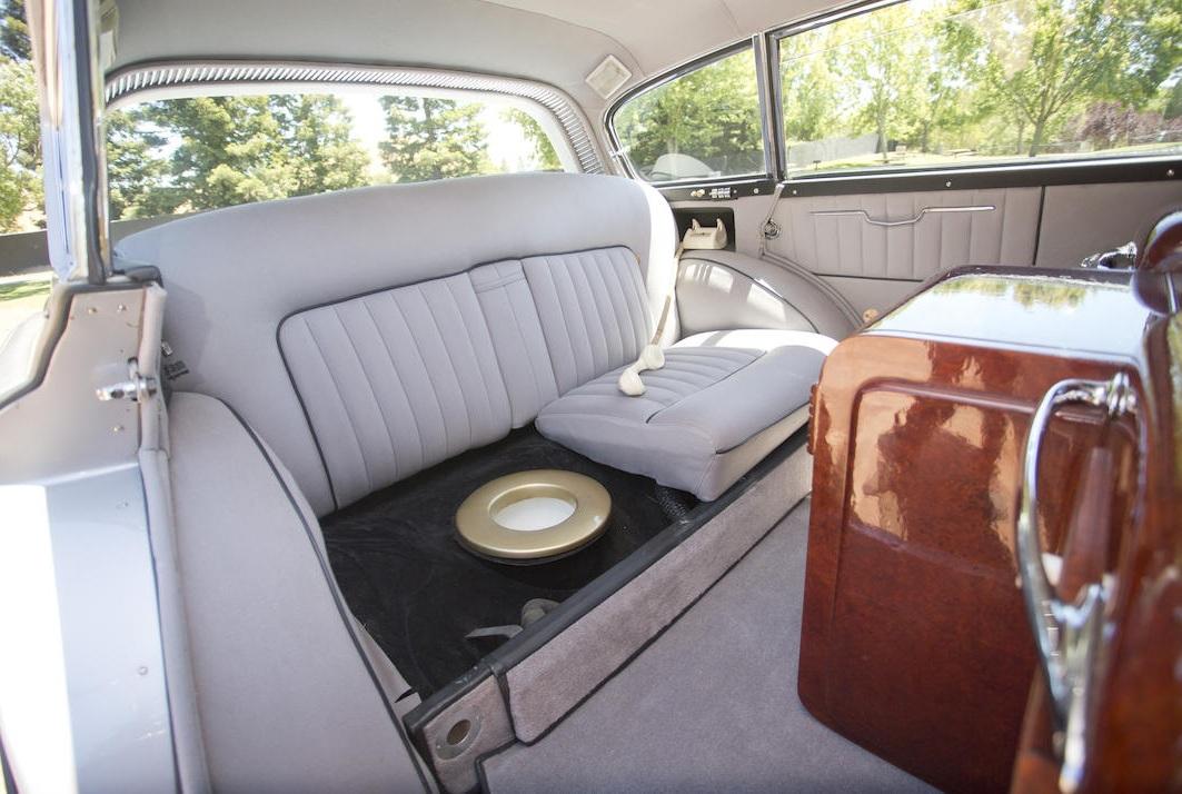 Самый странный Rolls-Royce в истории: жуткий дизайн и встроенный унитаз
