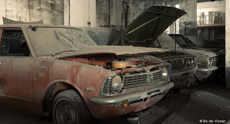 Эхо войны: обнаружен автосалон с заброшенными машинами