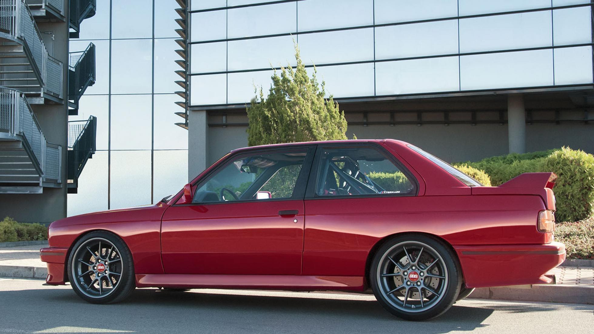 Подарок на Рождество: идеальный тюнинг BMW E30 M3
