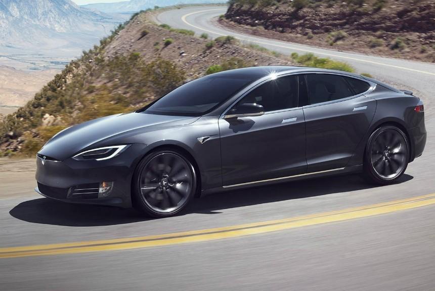 Нетрезвый водитель включил автопилот Tesla и заснул за рулем