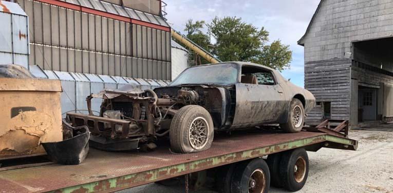 Редкий авто легендарного актера простоял 40 лет в заброшенном гараже