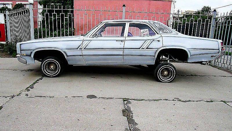 В Украине продают яркий американский авто 70-х с необычным тюнингом