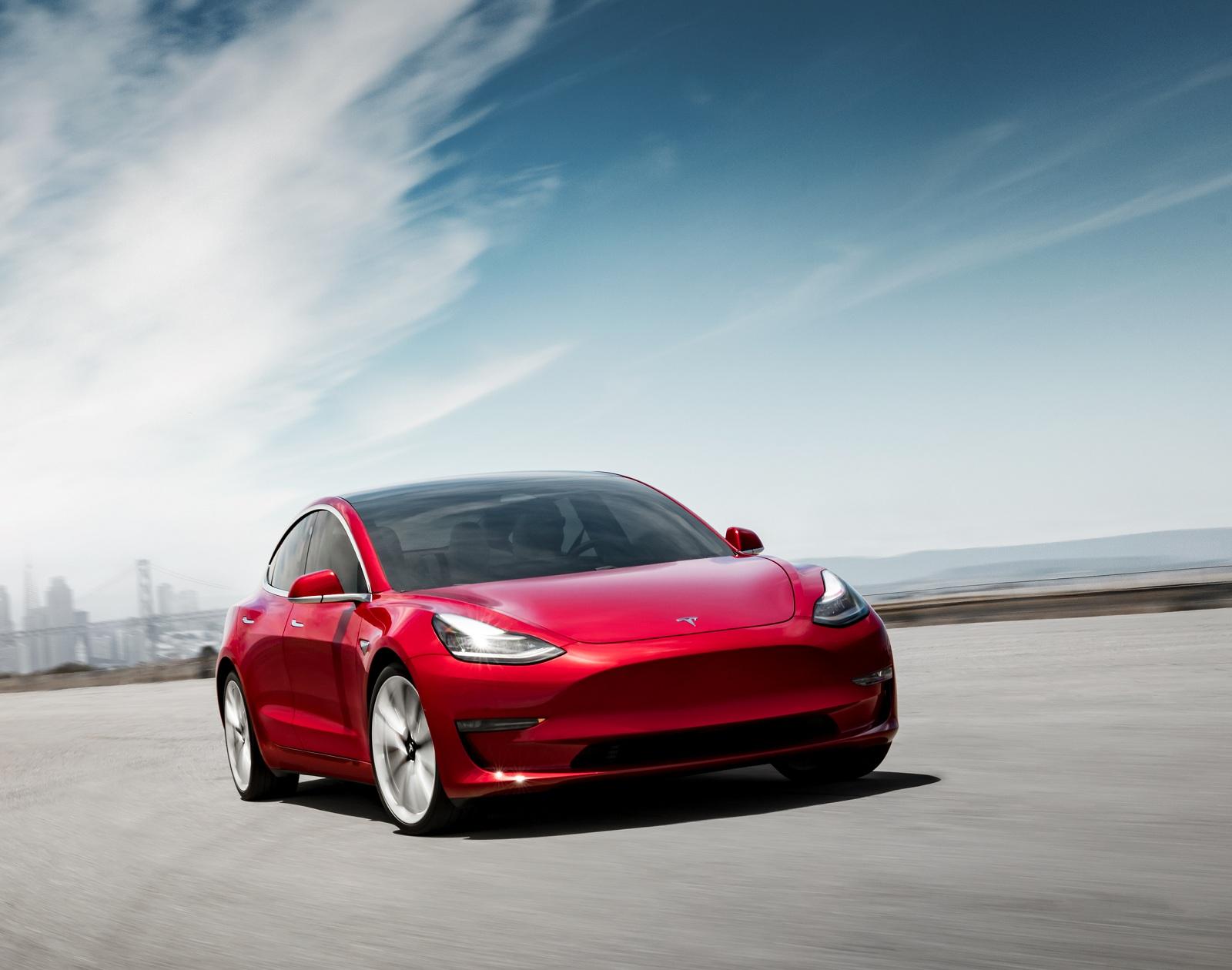 В Украине стартовали официальные продажи новейшего электрокара Tesla