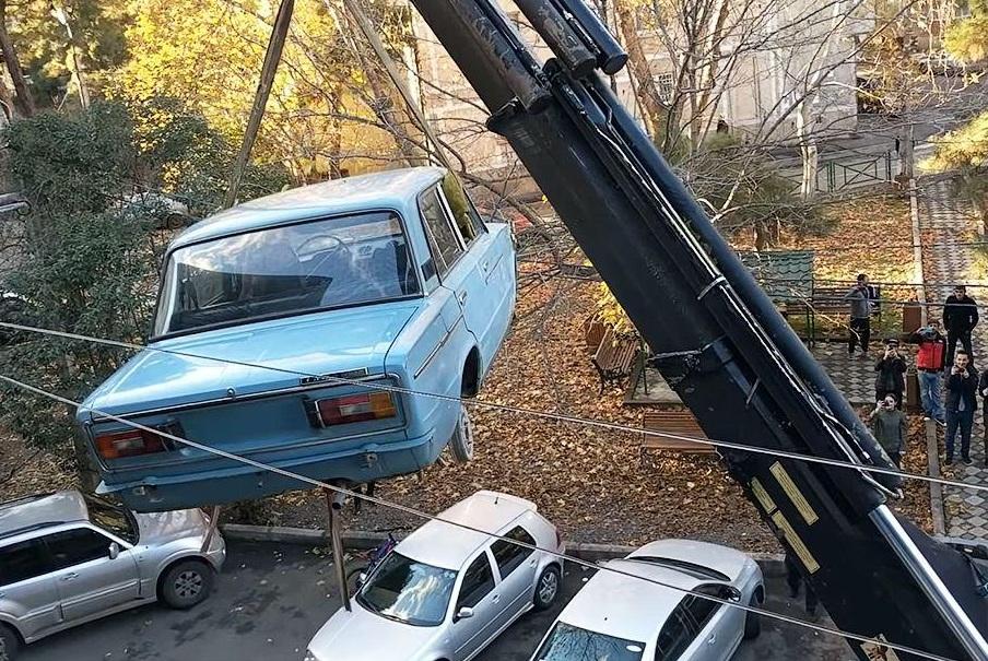 Грузин 27 лет хранил шестерку ВАЗ на балконе