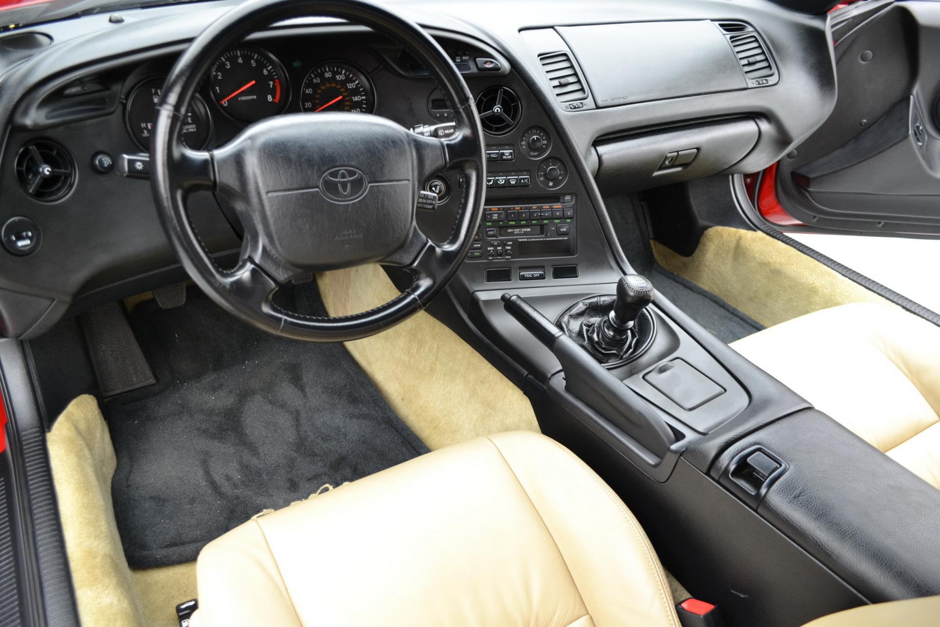 Старая Toyota Supra ушла с молотка по цене нового Porsche 911