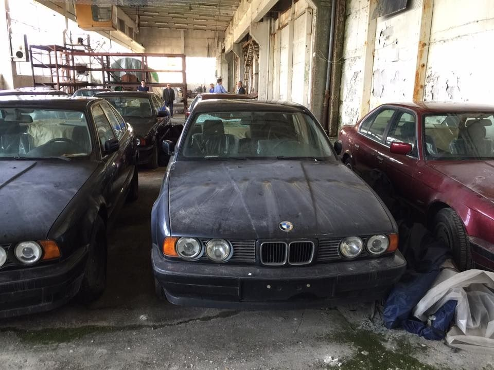 Абсолютно новые BMW 5 E34 нашли на заброшенном складе