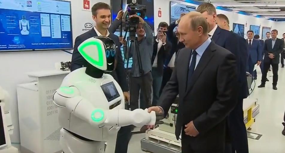 Битва машин: новейший российский робот стал жертвой электрокара Tesla