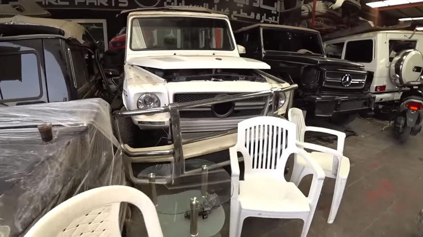Как выглядит автосвалка Mercedes G-Class и Range Rover