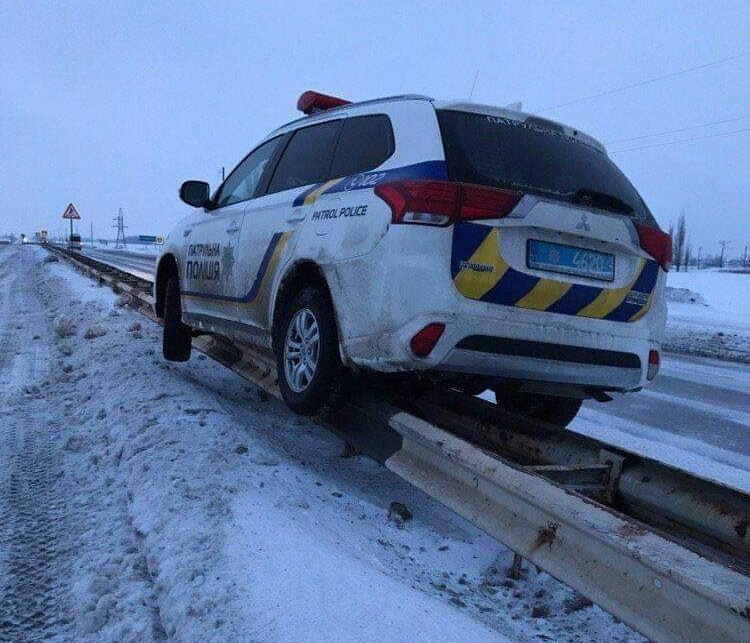 Украинские патрульные поразили соцсети каскадерским трюком