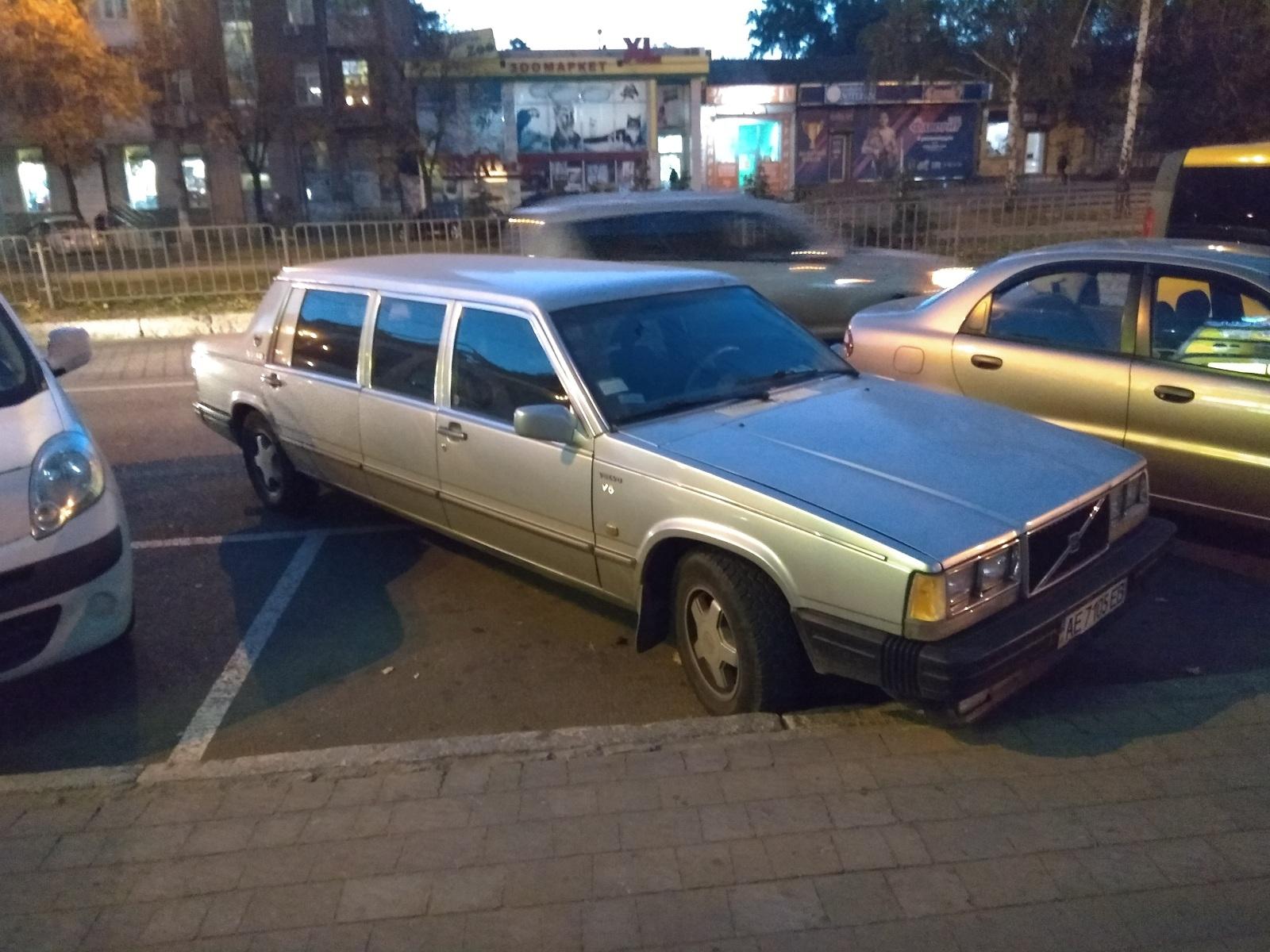 В Украине засняли редчайший лимузин Volvo