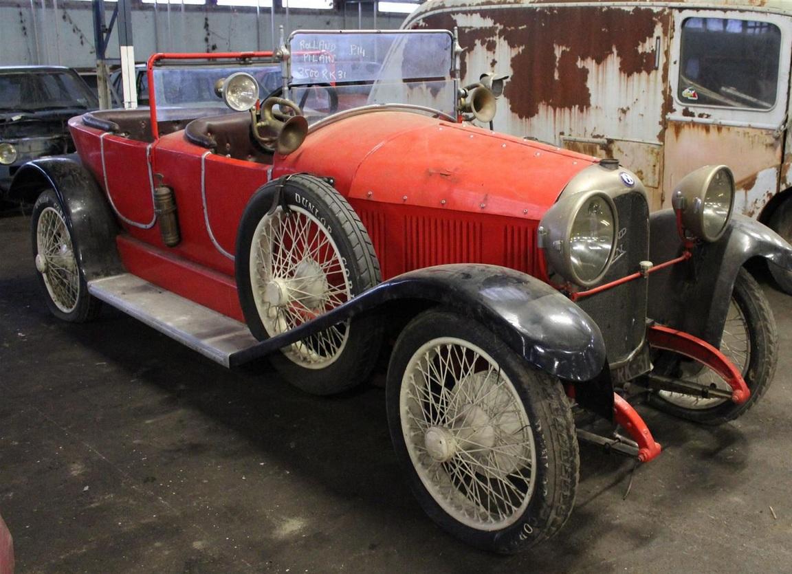 Огромную коллекцию ретро-авто обнаружили на заброшенном складе