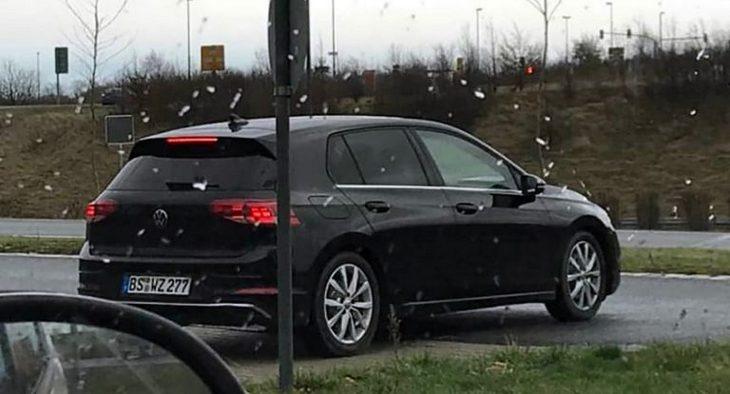 Новый Volkswagen Golf VIII впервые засняли на дорогах