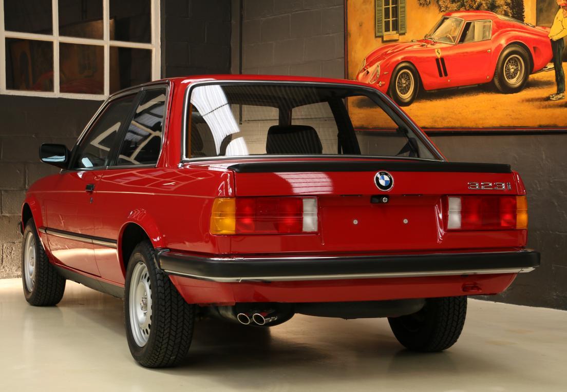 BMW 3 E30 1985 года продают по цене новой тройки БМВ