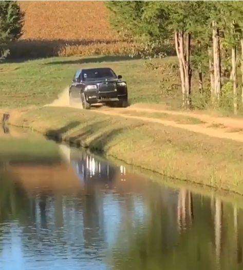 Новый Rolls-Royce Cullinan удивил на бездорожье (видео)