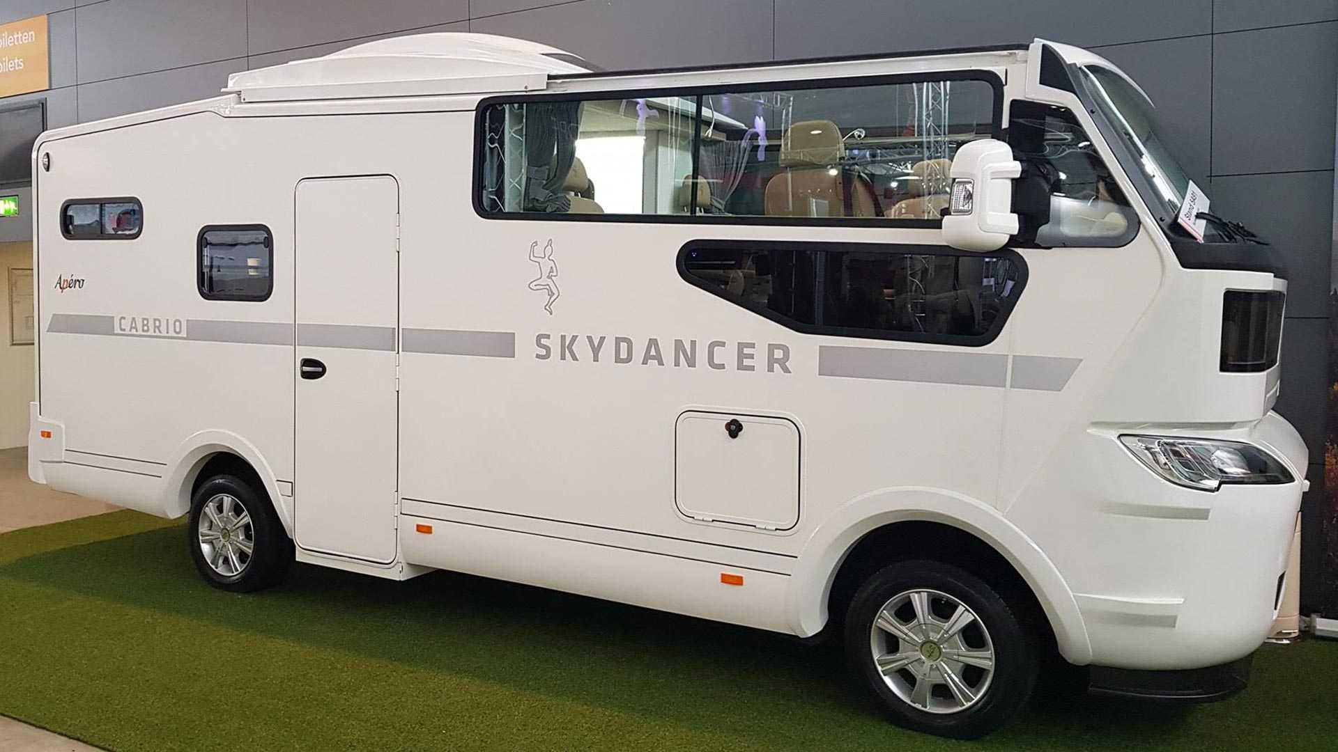 Представлен первый в мире автодом-кабриолет