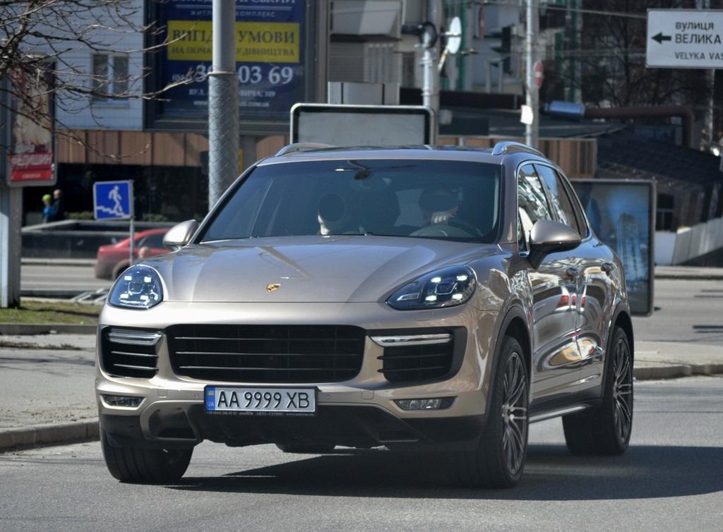 С какого авто перевесили номера на первый в Украине внедорожник Rolls-Royce