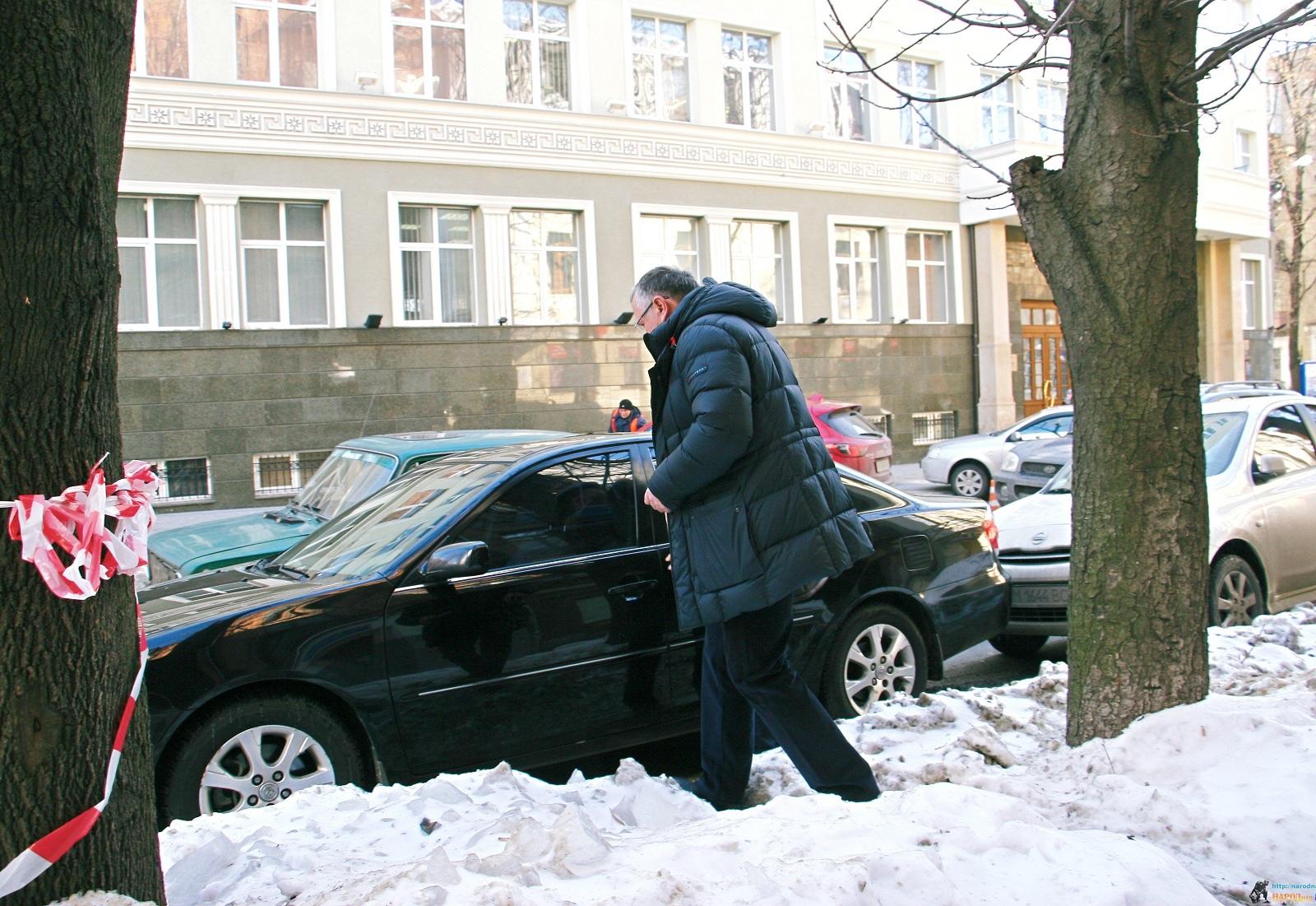 Какими авто пользуется кандидат в президенты Анатолий Гриценко