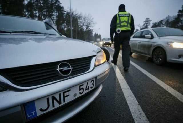 Патрульная полиция начала активно штрафовать владельцев авто на еврономерах