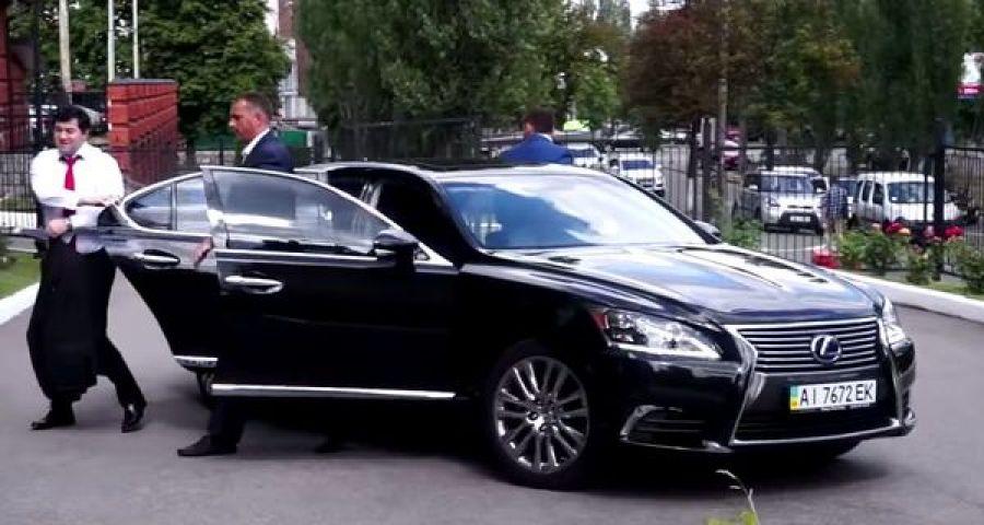 У кого из кандидатов в президенты больше всего автомобилей