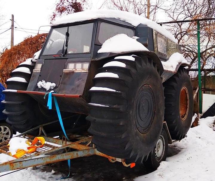 В Киеве засняли заброшенный Роллс-Ройс и уникальный внедорожник