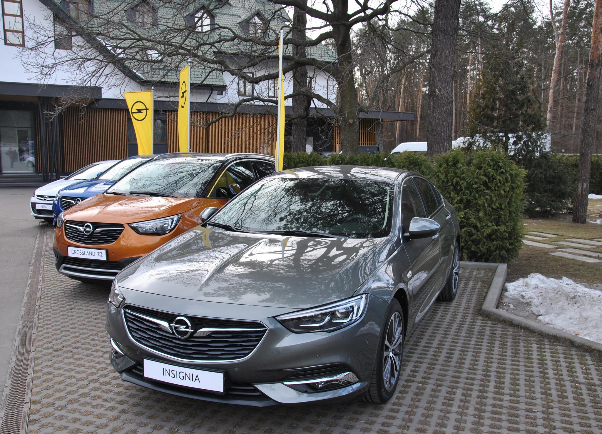 В Украине представлены сразу два новых кроссовера Opel