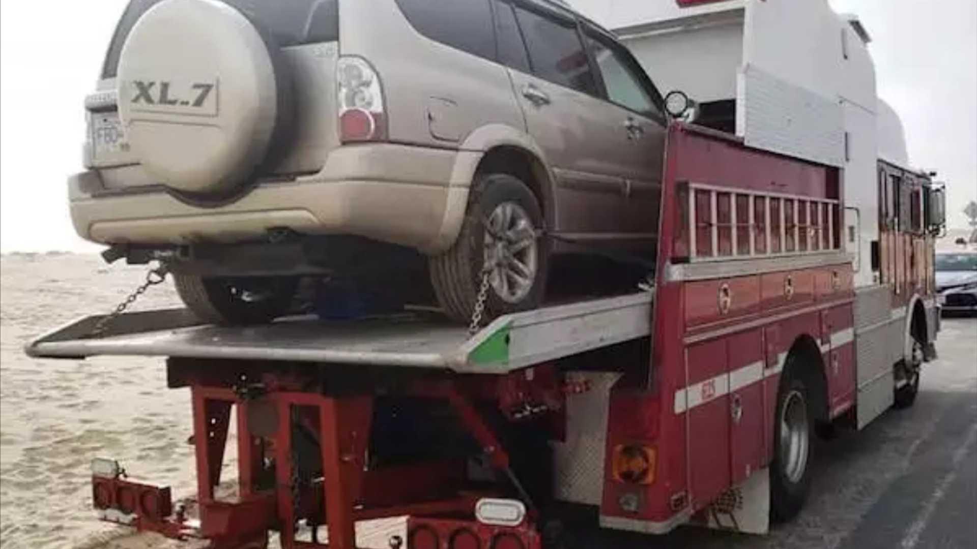 Старый пожарный автомобиль превратили в оригинальный дом на колесах
